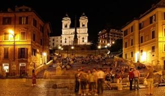 La scalinata di Trinità dei Monti (Piazza di Spagna), illuminazione dorata
